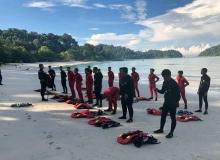 Kursus Penyelamatan Di Tepi Pantai yang diadakan di Teluk Nipah, Pulau Pangkor